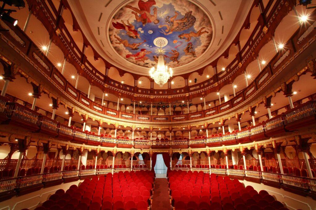 El imponente Teatro Heredia en Cartagena de Indias