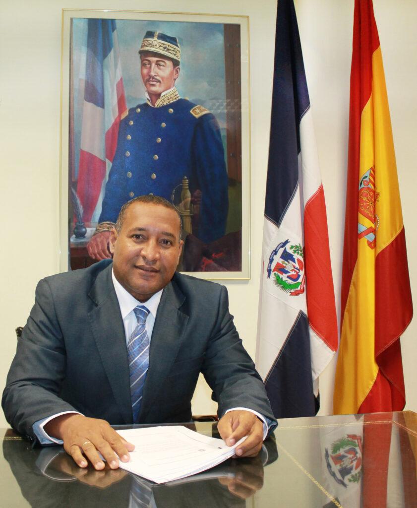 Cónsul General de la República Dominicana en Madrid. Prof.  Juan Cuevas