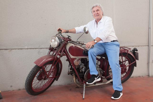 Ángel Nieto con una de sus primeras motos
