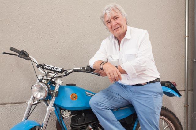 Ángel Nieto en una de sus motos