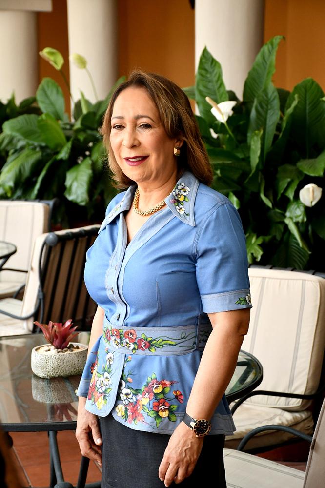 "Lidia Martínez de Macarrulla autora del libro: ""Enriquillo. Guerrillero de América"""